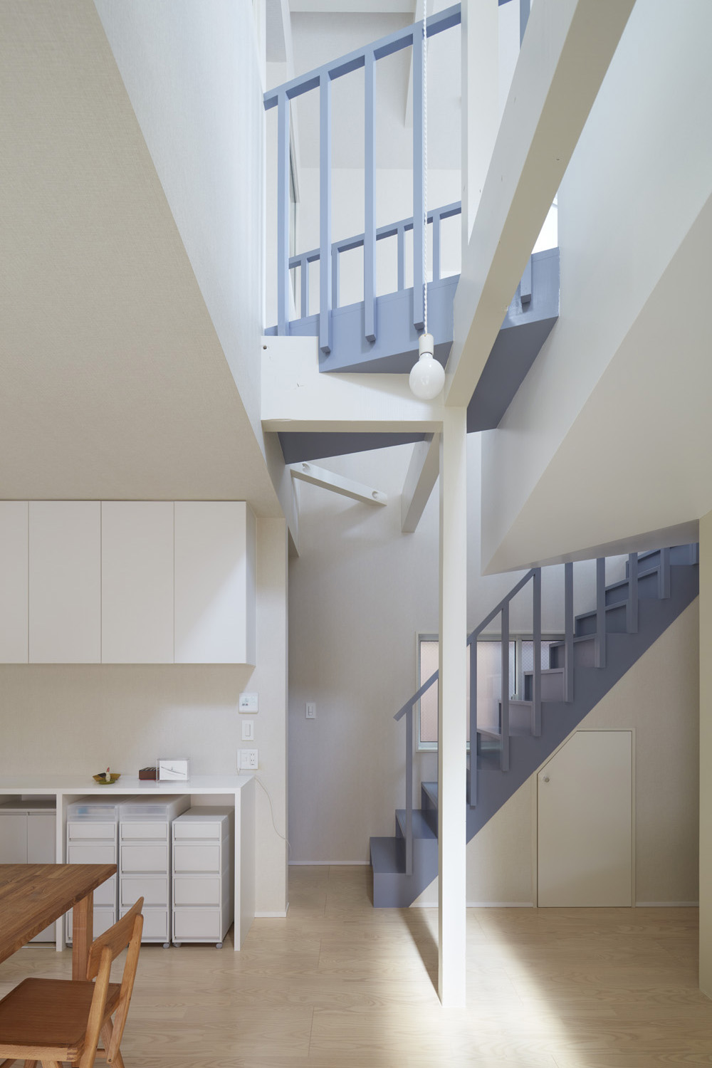 house with a nested room naf architect design inc 広島 東京を